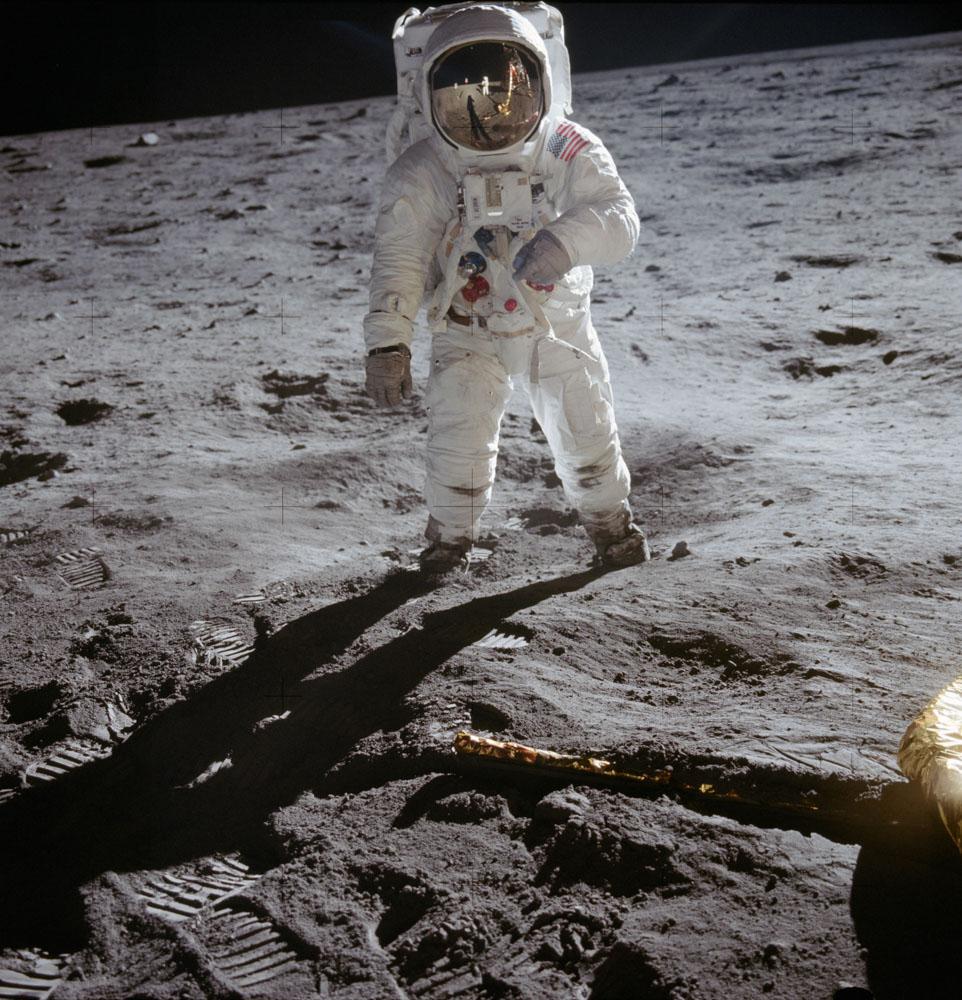 первые шаги на Луну